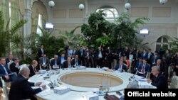 Liderii CSI la o întîlnire neoficială cu prilejul aniversării încheierii celui de-al Doilea Război Mondial în Europa