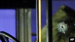 د هغه بس دی چې په خټه جرمن البانوي ۲۱ کلن ځوان د جرمني په فرېنکفرټ کې پر امریکايي پوځيانو برید کړی وو او دوه عسکر یې وژلي وو.د تصویر نېټه ۲م مارچ ۲۰۱۱ م کال
