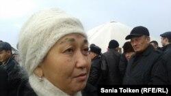 Родственница одного из погибших Самалхан Кожабекова. Аул Тенге, 9 декабря 2012 года.
