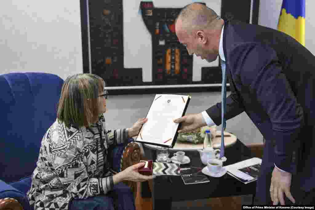 СРБИЈА - По информациите во српските медиуми дека косовскиот премиер Рамуш Харадинај бил поканет да го посети Прешево, реагирал српскиот министер за внатрешни работи Небојша Стефановиќ кој се заканил со апсење на Харадинај, доколку влезе во Прешево.