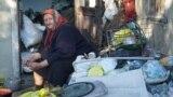 71-летняя Екатерина Рыжко живет со взрослой дочерью на первой линии Азовского моря, но во времянке без воды, электрики и санузла