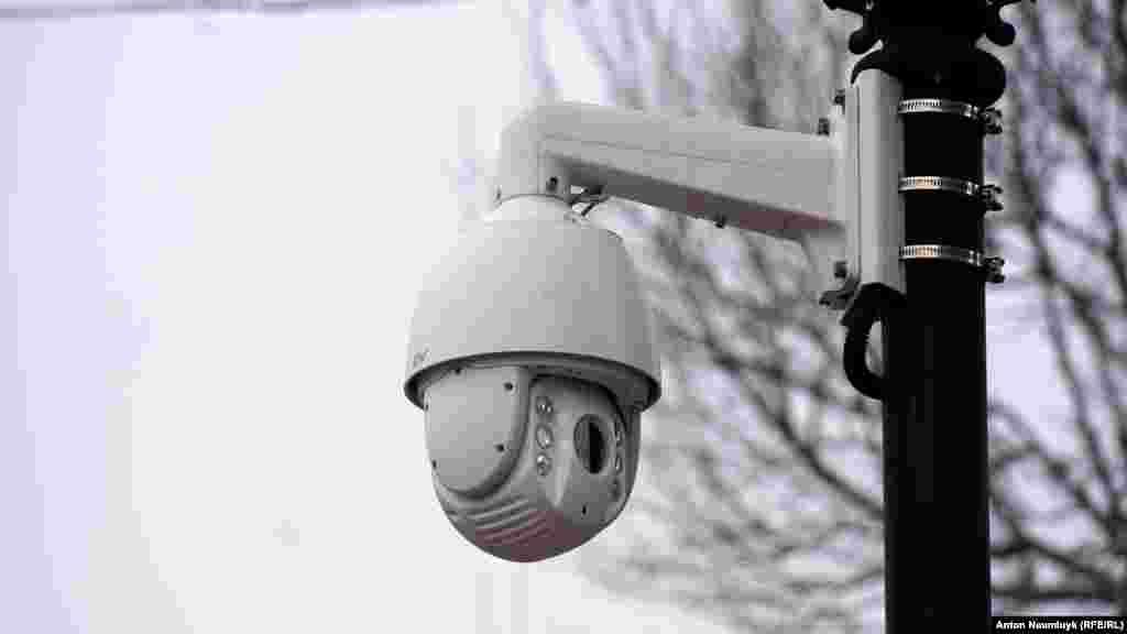 На оновлених вулицях у Сімферополі встановили камери спостереження
