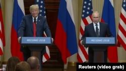 Дональд Трамп и Владимир Путин на пресс-конференции в Хельсинки 16 июля