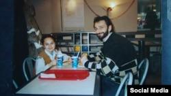 Тамерлан Мусаев с дочерью Сабиной после освобождения в 2002 г.
