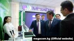 Президент Сооронбай Жээнбеков «Мегакомдун» кеңсесинин ачылышында. Иллюстрациялык сүрөт.