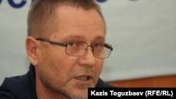 Журналист Сергей Дуванов.