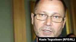 Тәуелсіз журналист Сергей Дуванов. Алматы, 1 шілде 2011 жыл.