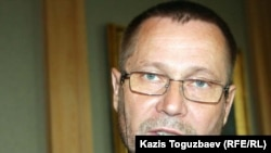 "Kazakhstan's Sergei Duvanov, an independent journalist and one of the three ""Courage"" award winners"