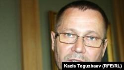 "Kazakhstan's Sergei Duvanov, an independent journalist and one of the three ""Courage"" award winners"