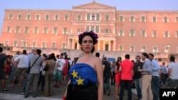 Proevropski demonstranti pred grčkim parlamentnom, 9. juli 2015.