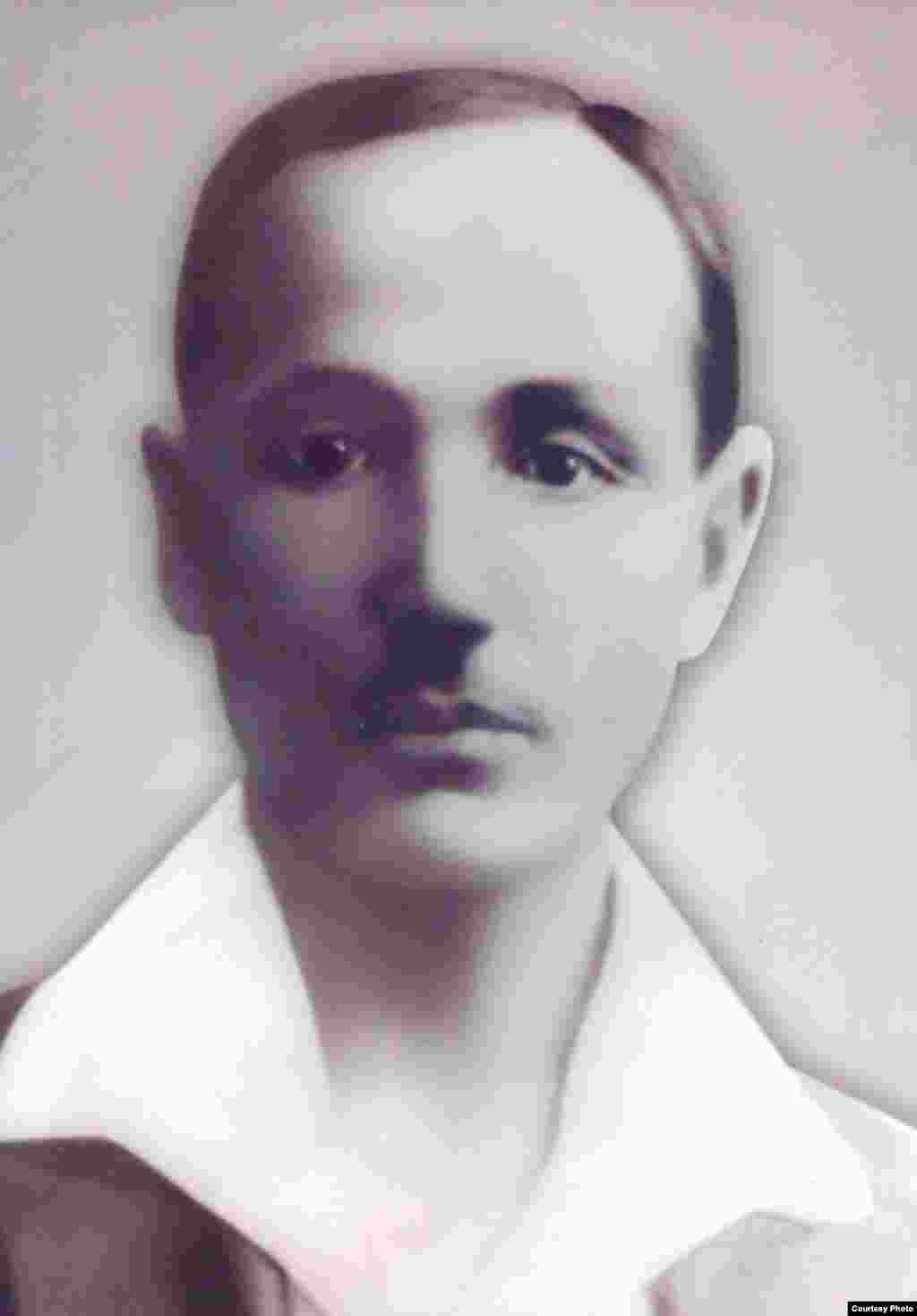 Биахмет Сәрсенов (1885-1921 жж.) Алашорданың көрнекті қайраткері. «Қазақ» газеті авторларының бірі. 1918 жылы түсірілген сурет.