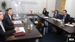 Амбасадорот на САД во Македонија Пол Волерс во посета на Македонската берза.