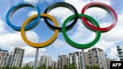 Fshati Olimpik në pjesën lindore të Londrës i stolisur me rrathët olimpikë