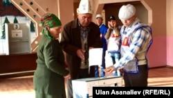 Кыргызстанда электрондук үкөк биринчи жолу 2015-жылдагы парламенттик шайлоодо пайдаланылган.