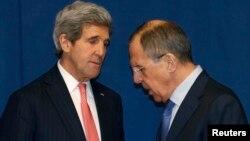 Государственный секретарь США Джон Керри (слева) и министр иностранных дел России Сергей Лавров.