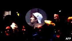 Фрагмент видео, выпущенного ФБР 18 апреля 2013 года в связи с заявлением о подозреваемых во взрывах в Бостоне.