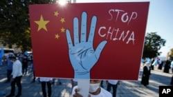 چین سېنکیانګ کې د اوسېدونکو اویغور مسلمانانو او نورو لږکیو د ژوند د وضعې په اړه خپاره شوي دغه تورونه رد کړل او دا یې د چین خلاف له تهمته ډک راپورونه وبلل.