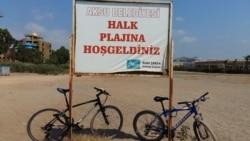 Antalyada çimərlikdən bəhs edən yerli sakinlər