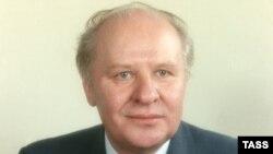 Егор Строев - член Политбюро ЦК КПСС, 1990 год