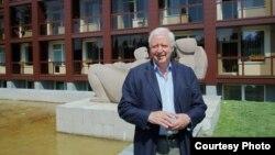 Алан Темплтон, професор на универзитетот во Абердин. Од 2004-2007 бил Претседател на кралскиот колеџ на гинеколози и акушери и е одликуван од Кралицата Елизабета II. Доктор Темплтон присуствуваше на конференција на гинеколози и акушери во Охрид.