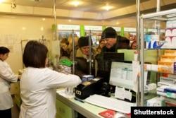 Українці купують ліки під час зимового періоду респіраторних захворювань