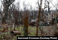 Donbasdaky araçägi Ukrainanyň goşunlarynyň hem Orsýetiň goldawynda bolan güýçleriň uruş liniýasy bölýär.