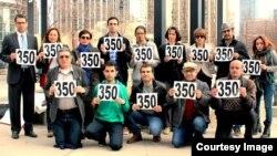 اعتراض در تورنتو علیه بدرفتاری با زندانیان بند ۳۵۰ اوین.