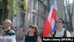 Представители сексуальных меньшинств пикетируют Московский кинофестиваль. Москва, 28 апреля 2012 года.