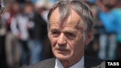 Мустафа Джемилев на админгранице Крыма, май 2014 года