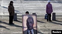Cоциалисттик революция майрамы дүйнөнүн көп жерлеринде белгиленди