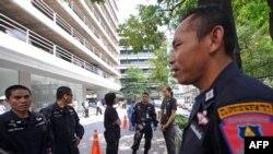 نیروهای انتظامی تایلند در حال محافظت از سفارتخانه اسرائیل در بانکوک. ۲۰ فوریه ۲۰۱۲.