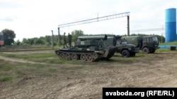 Російська військова техніка у білоруському селі Верейці