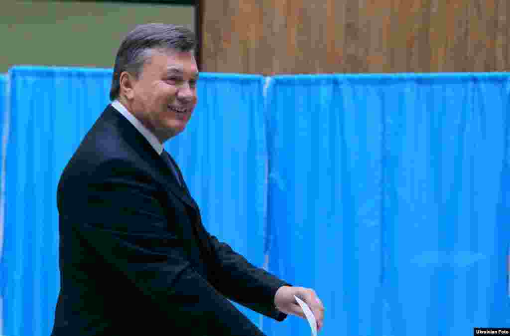 President Viktor Yanukovych, whose ruling Party of Regions led polls ahead of the October 28 vote, casts his vote at a polling station in Kyiv.
