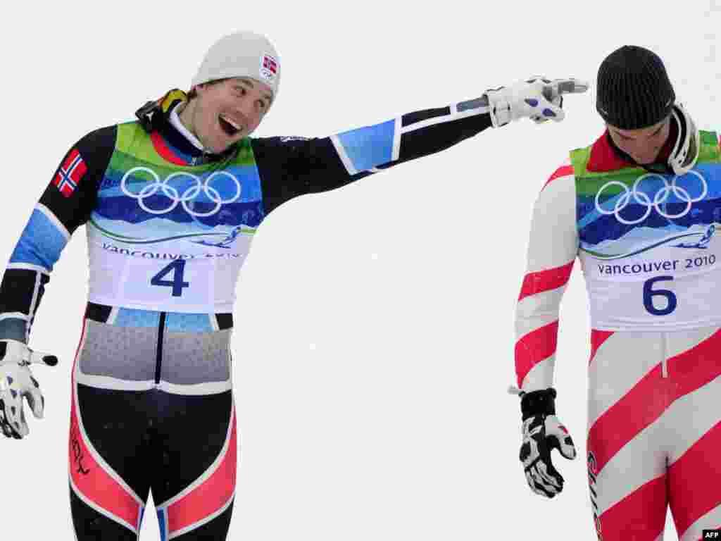 ک. جانسرود (چپ) از نروژ و کارلو جانکا از سوییس در رشته اسکی آلپین