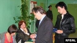 رهبران مخالف دولت از احتمال تقلب در شمارش آرای انتخابات پارلمانی بلا روس ابراز نگرانی می کنند.(عکس: RFE/RL)