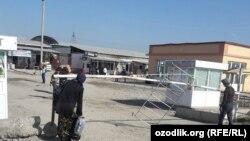 Оптовый рынок «Жахон бозори» в узбекском городе Андижане.