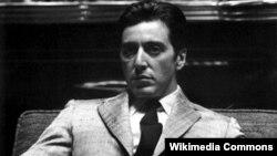 Al Pacino ona dünya şöhrəti gətirmiş Michael Corleone rolunda.