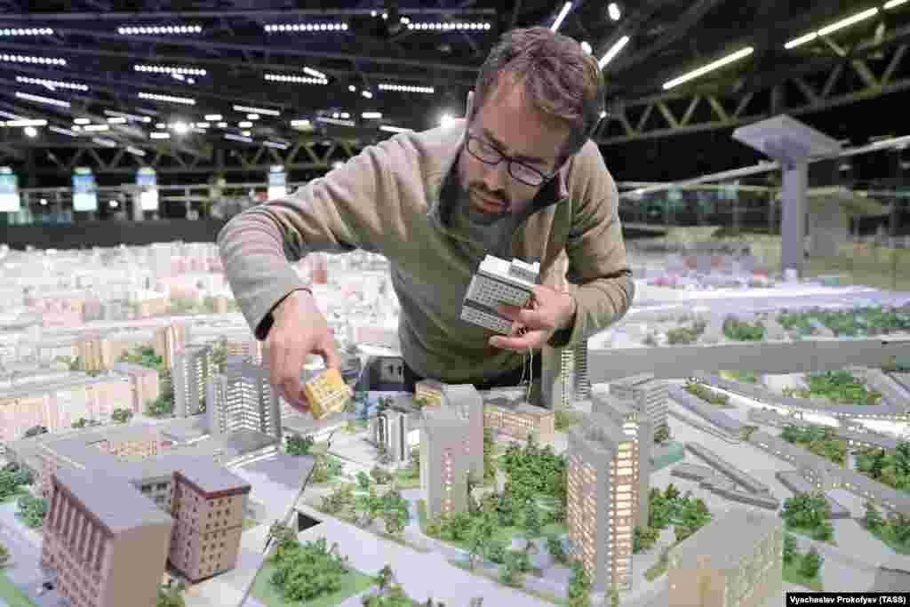 Выставка открылась 1 ноября. К «Макету Москвы» добавили еще около тысячи новых зданий.