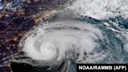 Тропический шторм. Спутниковое фото