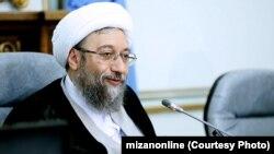 صادق آملی لاریجانی خواستار «بیاعتنایی» مقامهای قضایی به «فضاسازی رسانهای» درباره اعتصاب غذای زندانیان سیاسی شد.