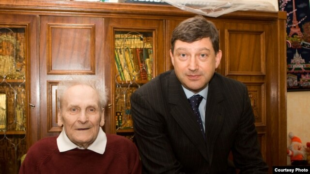 Eighty-eight-year-old Vasily Kononov (left) with his lawyer, Mikhail Loffe