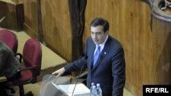 Президент Грузии Михаил Саакашвили предстал сегодня в парламенте с ежегодным докладом