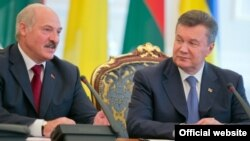 Віктор Янукович і Олександр Лукашенко під час зустрічі в Києві, 18 червня 2013 року