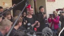 Російський художник-акціоніст Петро Павленський вільний (відео)