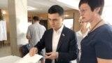 Депутат Госдумы России от Крыма Руслан Бальбек на избирательном участке
