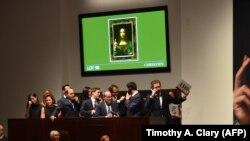 """La vânzarea pânzei lui Leonardo da Vinci """"Salvator Mundi"""" la Christie's New York, 15 noiembrie 2017"""