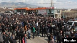 Armenia - Farmers in Aragatsotn province block a highway in protest against construction of a hydroelectric plant, 19Mar2014.