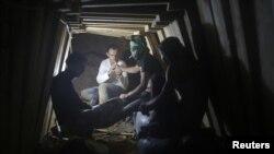 Šverceri duhana i cigareta na pauzi u jednom od tunela
