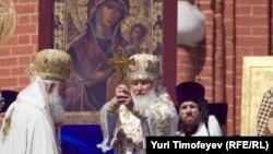 """Патриарху Кириллу - точнее, Владимиру Гундяеву - была присуждена премия """"Серебряная калоша"""" за самые сомнительные достижения года. Лауреат на награждение не явился."""