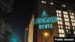 Иллюминация противников планов по дальнейшей экспансии университета на здании NYU. Фото: www.facebook.com/nyufasp